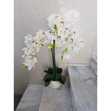 Dirbtinių gėlių kompozicija